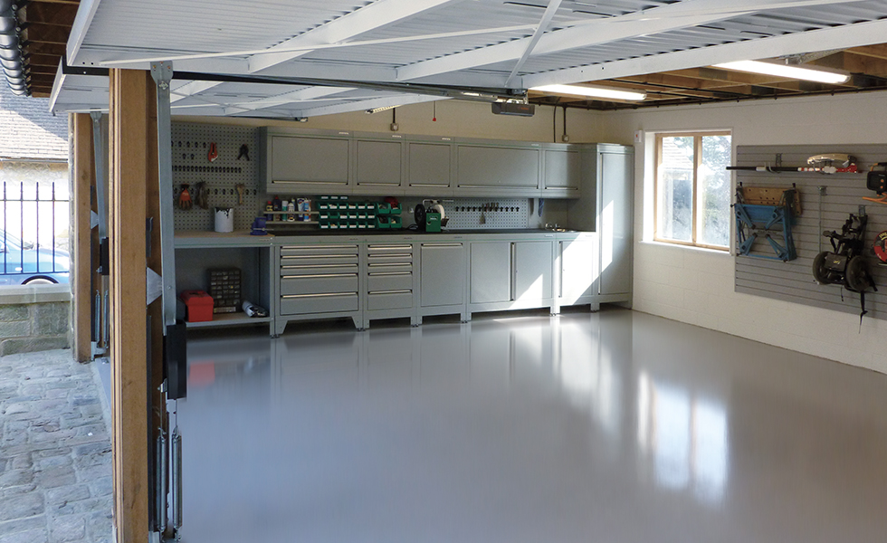 Dura home workshop area with modular cabinets, workbench and StorePanel wall-mounted storage